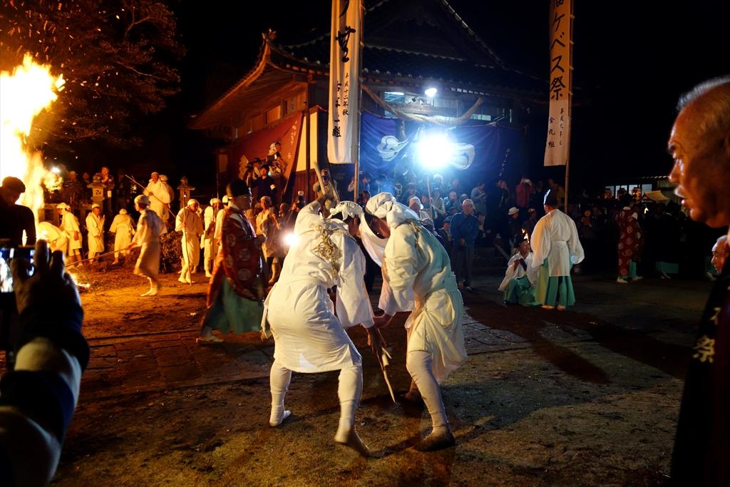 由来不明の奇祭、ケベス祭で焼かれてきた。