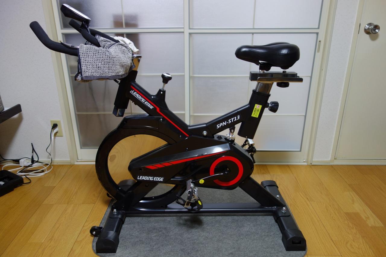 部屋の中で漕げる自転車を買った。